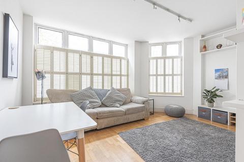 2 bedroom flat for sale - Boutflower Road, Battersea
