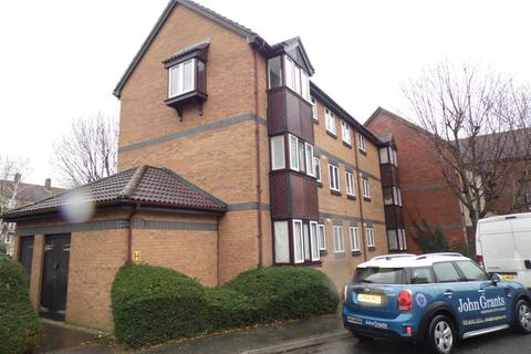 1 bedroom flat - Swaythling Close, London, N18