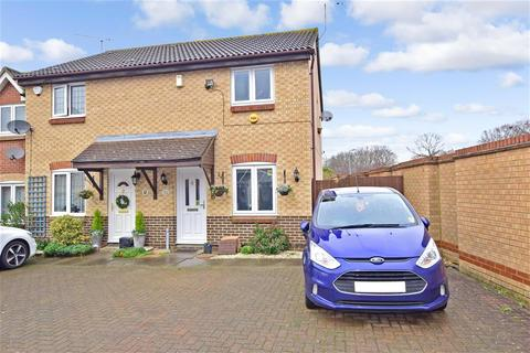 2 bedroom end of terrace house - Maitland Road, Wickford, Essex