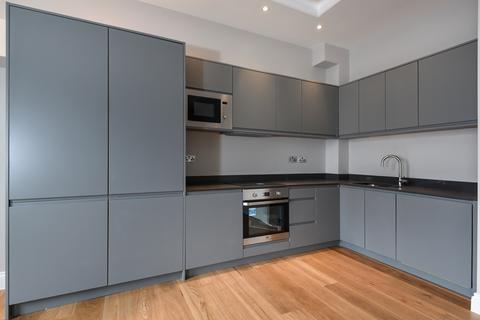 2 bedroom flat - Chiswick High Road, W4