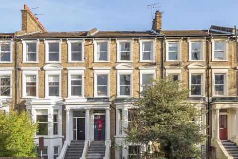 2 bedroom flat - Gresham Road, London