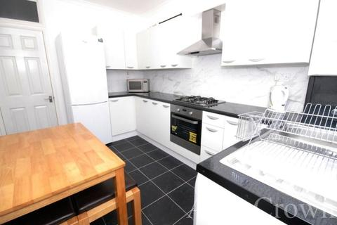 5 bedroom house share to rent - Stewart Road, Leyton
