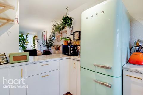 2 bedroom maisonette for sale - Sylvan Road, London