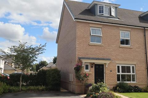 4 bedroom semi-detached house for sale - St Andrews Walk, Leeds LS24