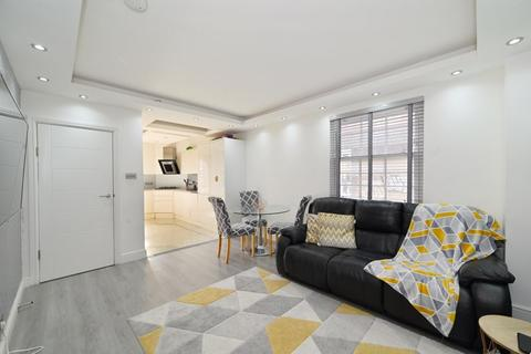 2 bedroom apartment for sale - 697 Commercial Road, London, E14