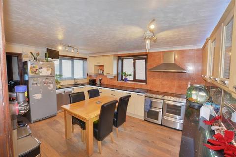 5 bedroom property with land for sale - Womersley Road, Knottingley