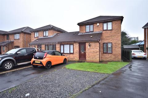 3 bedroom semi-detached house - Clos Helyg, Gowerton, Swansea
