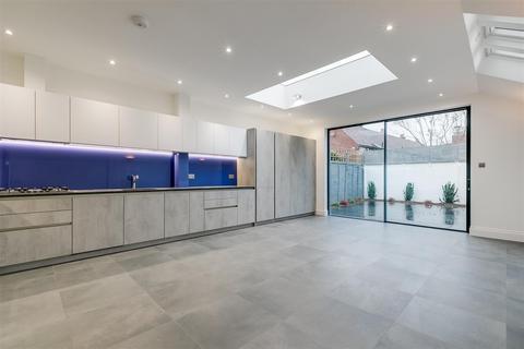 4 bedroom terraced house to rent - Glebe Street, London