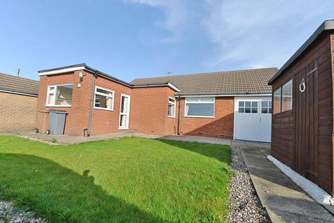 3 bedroom detached bungalow - Conifer Grove, Stoke-On-Trent