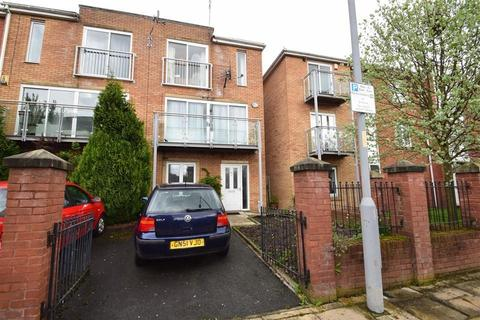 4 bedroom end of terrace house to rent - Chevassut Street, Manchester, M15 5LR