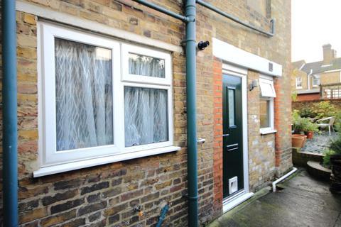 1 bedroom flat - St Johns Road, Faversham