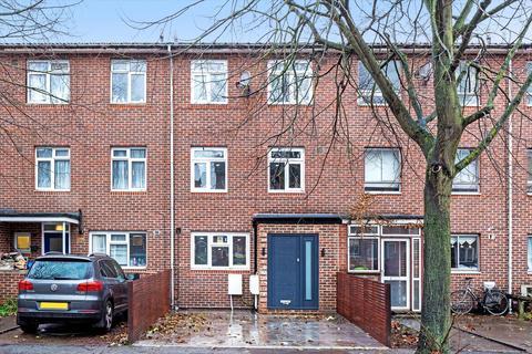 3 bedroom flat - Wilkinson Way, London, W4