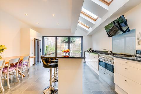 5 bedroom terraced house - Wontner Road, London, SW17