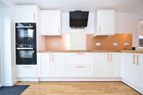 3 bedroom detached bungalow for sale - Kings Road, Minster