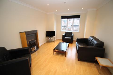 2 bedroom apartment - Great Oak Drive,  Altrincham, WA15