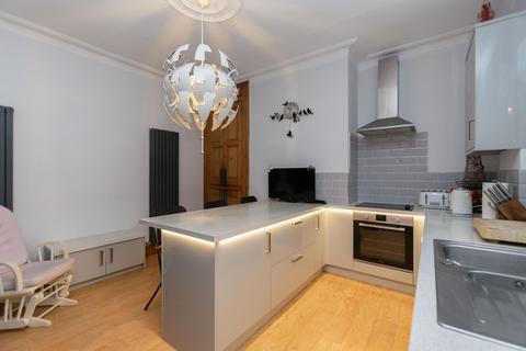 3 bedroom end of terrace house for sale - Highbury Lane, Leeds, LS6