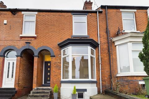 3 bedroom terraced house - Spring Bank Road, Chesterfield, S40 1NL