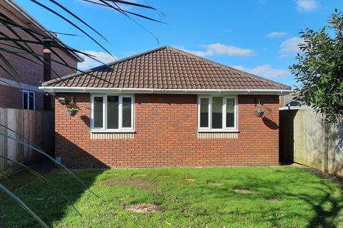 3 bedroom bungalow for sale - Widget Close, Bournemouth, BH11
