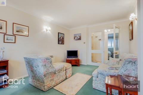 2 bedroom flat for sale - Hardcastle Close, Croydon