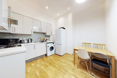 3 bedroom apartment to rent - Wandsworth Road, Larkhall