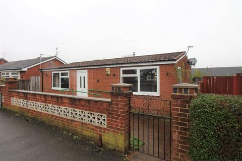 2 bedroom detached bungalow - Kinross Crescent, Nottingham, NG8