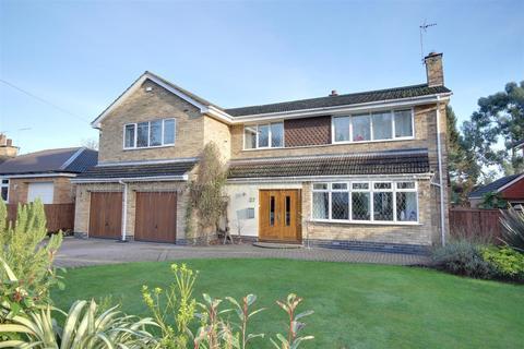 5 bedroom detached house for sale - Elveley Drive, West Ella