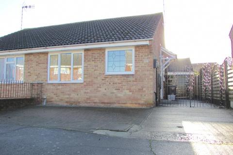 2 bedroom bungalow for sale - Tillingham Way, Rayleigh