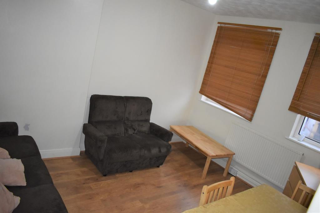 2 bedroom flat Acton