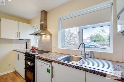 2 bedroom ground floor flat - Pampisford Road, South Croydon