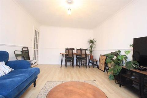 1 bedroom flat for sale - Avenue Road, Romford, RM6