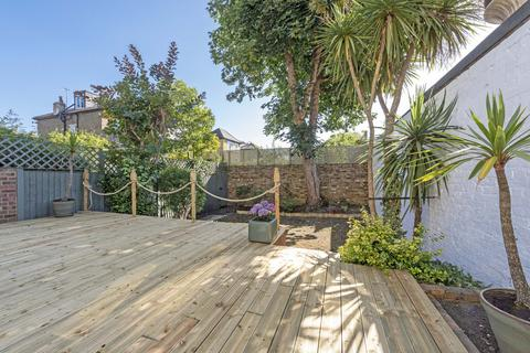 2 bedroom flat for sale - St. James's Drive, SW17