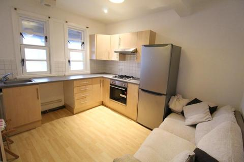2 bedroom flat to rent - The Spital, Top Floor, AB24