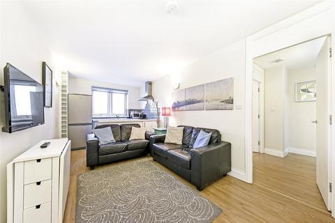 3 bedroom flat - Lucas Court, Strasburg Road, London, SW11