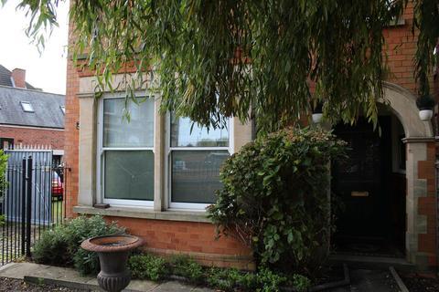 4 bedroom semi-detached house to rent - 77 Appletongate, Newark