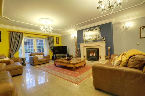 5 bedroom detached house for sale - Tir Syr Walter, Garnant,