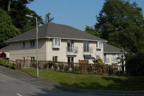 2 bedroom flat - Trevithick Road, Truro