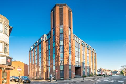 1 bedroom flat - Hobart Court, 51 The Bourne, London