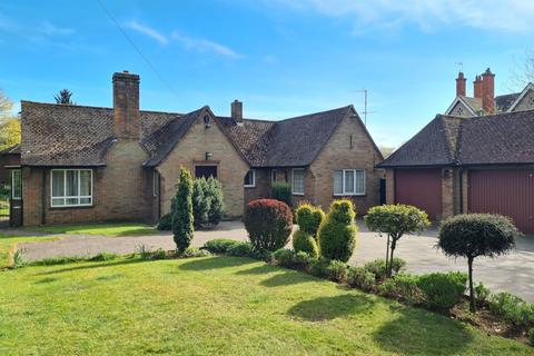 3 bedroom detached bungalow for sale - Wellingborough Road, Abington, Northampton NN3 3HY