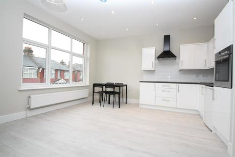 1 bedroom flat - Sidney Avenue, London N13