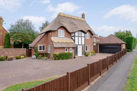 4 bedroom detached house for sale - Smalley Drive, Oakwood, Derbyshire