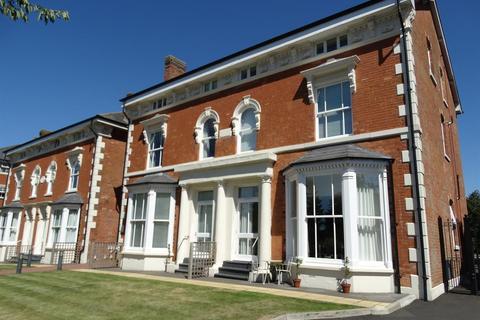 2 bedroom flat for sale - Warwick Road, Solihull, B92 7GA