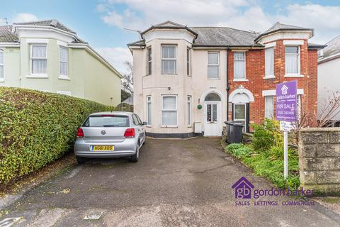 2 bedroom flat - Stewart Road, Bournemouth, Dorset, BH8