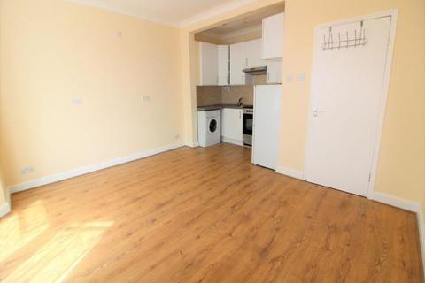 2 bedroom flat - Clarence Road, Enfield,London, EN3