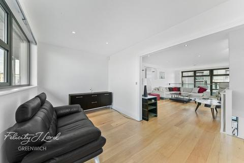 3 bedroom apartment for sale - Meridian Point, Creek Road,London, SE8 3DB