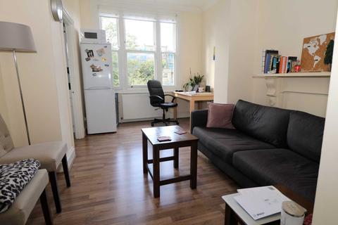 2 bedroom flat to rent - Coleridge Road, London