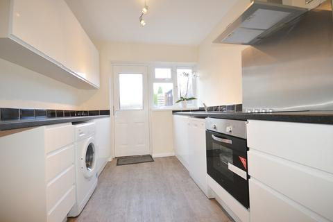 3 bedroom terraced house - Barford Road, Shirley