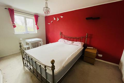 1 bedroom in a house share to rent - St Elmos Road, London SE16