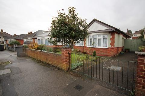 2 bedroom detached bungalow to rent - Townsville Road, Bournemouth