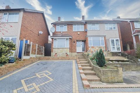3 bedroom end of terrace house for sale - William Close, Romford, RM5