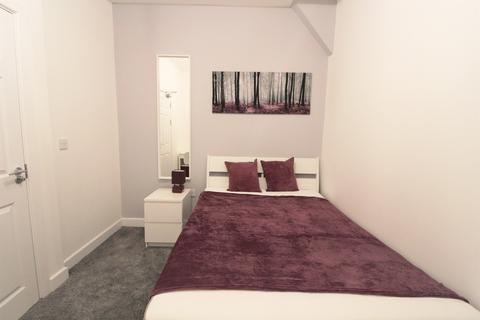 5 bedroom house share to rent - Guildford Road, Salford,